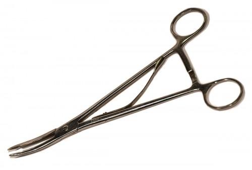 При этом щипцы для удаления нижних зубов бывают изогнуты по плоскости